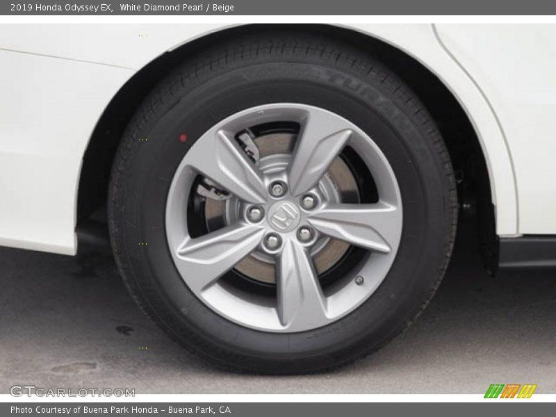 White Diamond Pearl / Beige 2019 Honda Odyssey EX