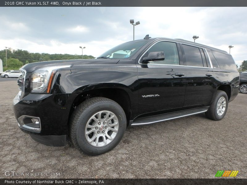 Front 3/4 View of 2018 Yukon XL SLT 4WD