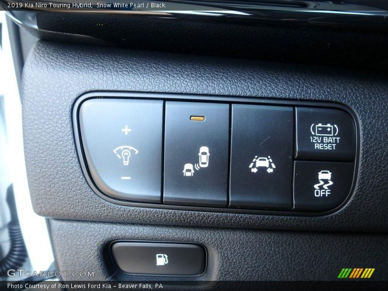 Controls of 2019 Niro Touring Hybrid