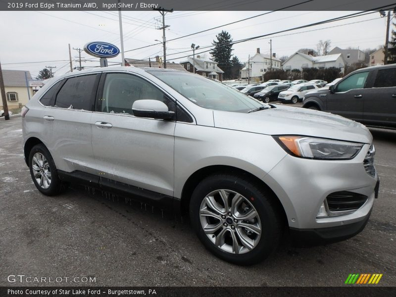 Front 3/4 View of 2019 Edge Titanium AWD