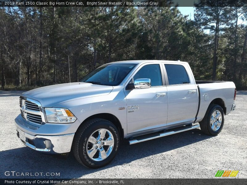 Front 3/4 View of 2019 1500 Classic Big Horn Crew Cab