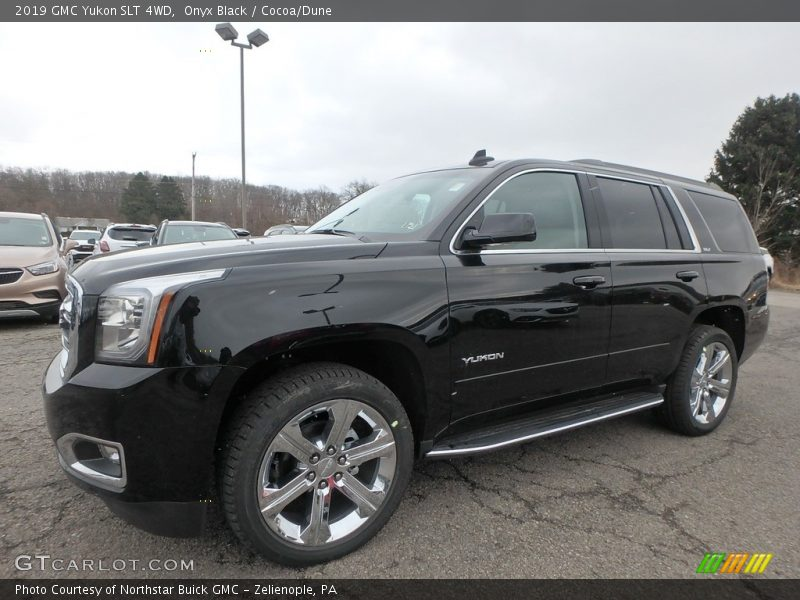 Front 3/4 View of 2019 Yukon SLT 4WD