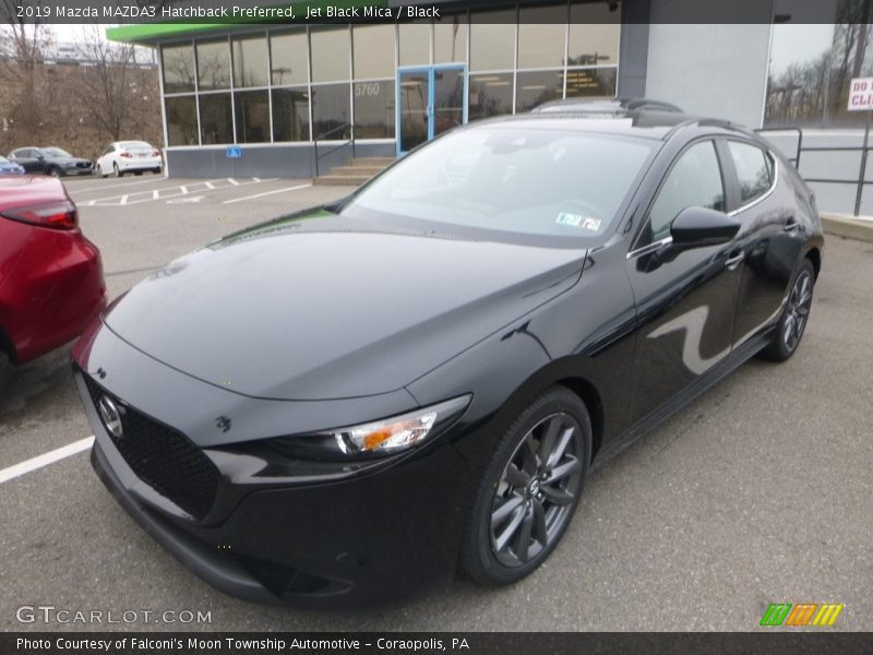 Front 3/4 View of 2019 MAZDA3 Hatchback Preferred