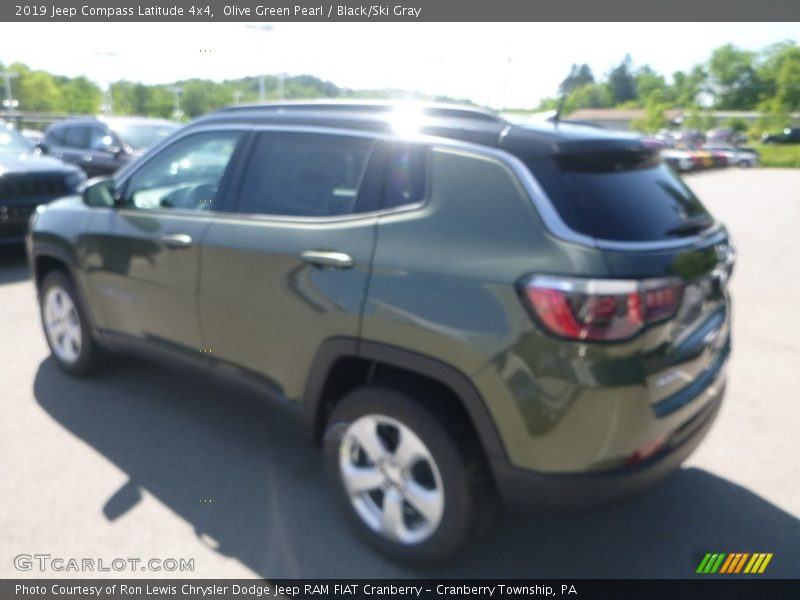 Olive Green Pearl / Black/Ski Gray 2019 Jeep Compass Latitude 4x4