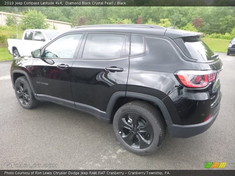 Diamond Black Crystal Pearl / Black 2019 Jeep Compass Latitude 4x4