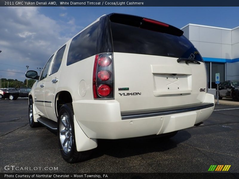 White Diamond Tintcoat / Cocoa/Light Cashmere 2011 GMC Yukon Denali AWD