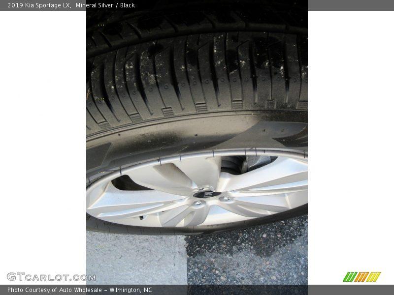 Mineral Silver / Black 2019 Kia Sportage LX