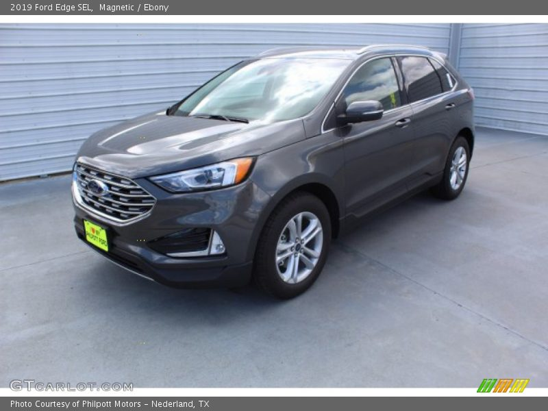 Front 3/4 View of 2019 Edge SEL