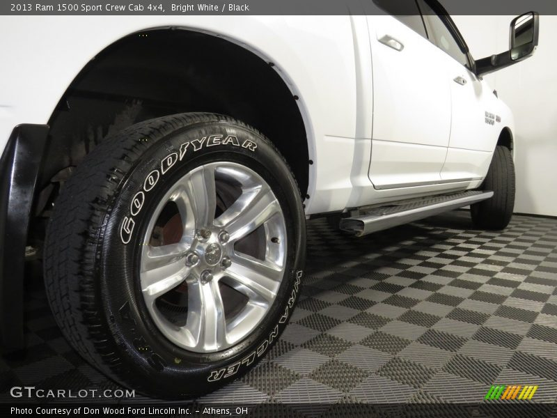 Bright White / Black 2013 Ram 1500 Sport Crew Cab 4x4