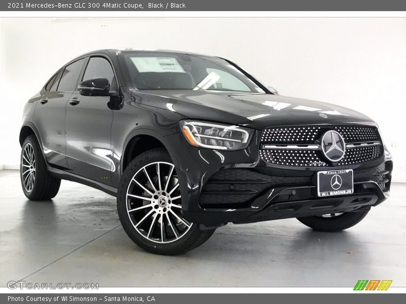 Front 3/4 View of 2021 GLC 300 4Matic Coupe