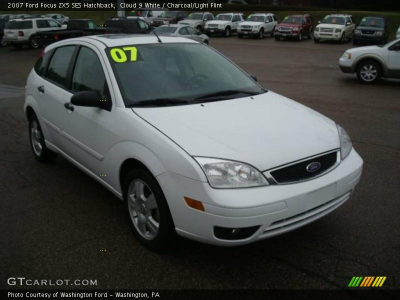 2007 ford focus zx5 ses hatchback in cloud 9 white photo. Black Bedroom Furniture Sets. Home Design Ideas