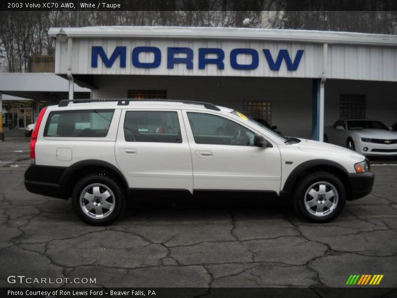 2003 Volvo XC70 AWD in White Photo No. 26538881 | GTCarLot.com