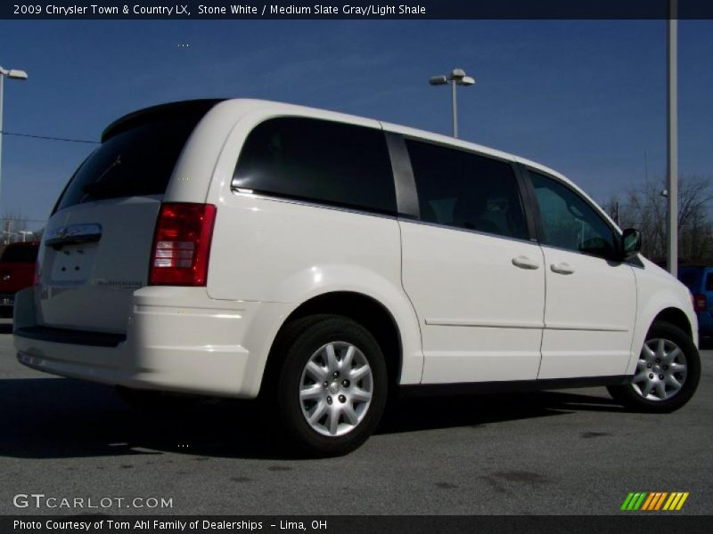 2009 Chrysler Town Amp Country Lx In Stone White Photo No
