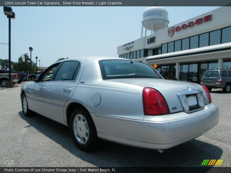 1999 lincoln town car signature in silver frost metallic photo no 31707273. Black Bedroom Furniture Sets. Home Design Ideas