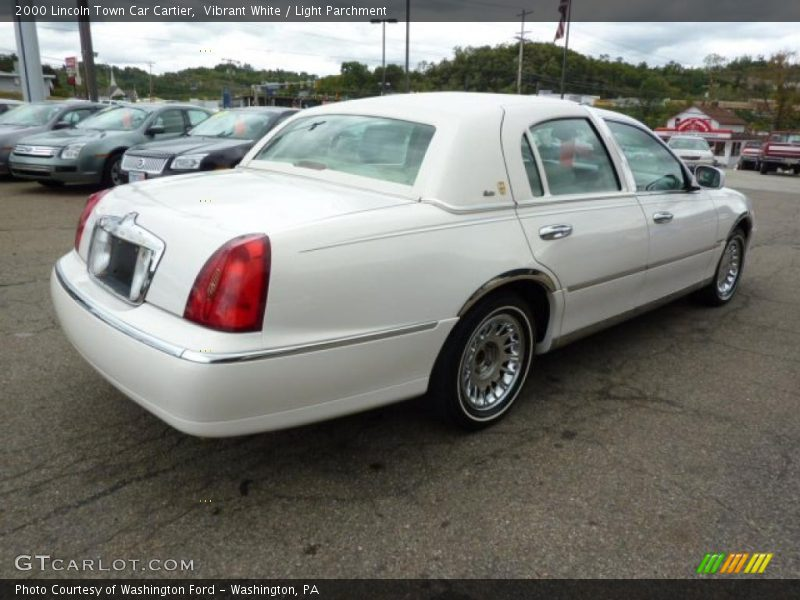 2000 lincoln town car cartier in vibrant white photo no 36238435. Black Bedroom Furniture Sets. Home Design Ideas