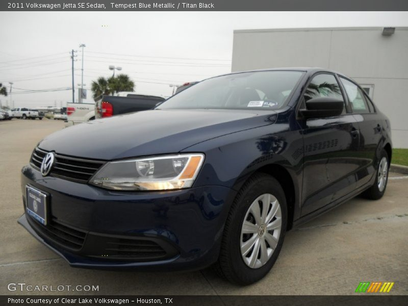 Front 3/4 View of 2011 Jetta SE Sedan