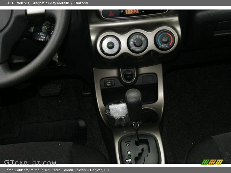 Controls of 2011 xD