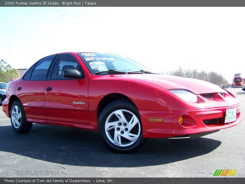 2000 pontiac sunfire se sedan in bright red photo no. Black Bedroom Furniture Sets. Home Design Ideas