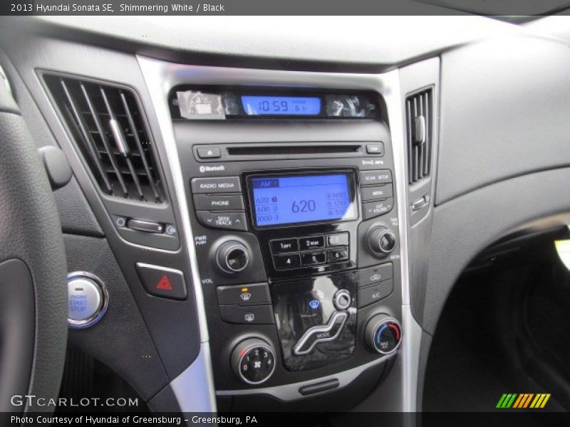 Shimmering White / Black 2013 Hyundai Sonata SE