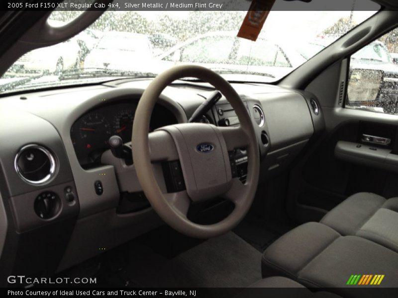 Dashboard of 2005 F150 XLT Regular Cab 4x4