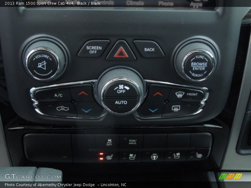 Controls of 2013 1500 Sport Crew Cab 4x4