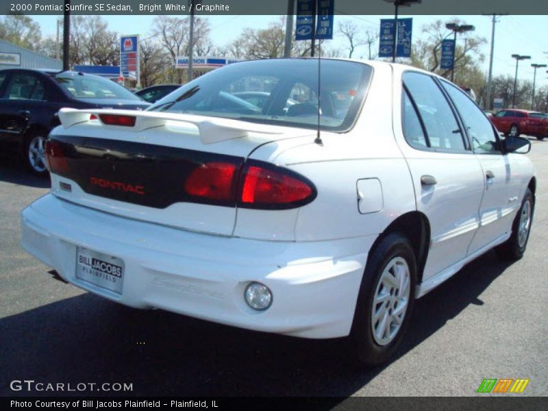 2000 pontiac sunfire se sedan in bright white photo no. Black Bedroom Furniture Sets. Home Design Ideas