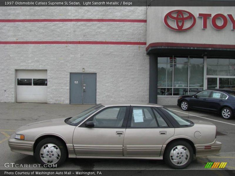Light Sandrift Metallic / Beige 1997 Oldsmobile Cutlass Supreme SL Sedan