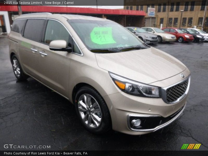 Front 3/4 View of 2015 Sedona Limited