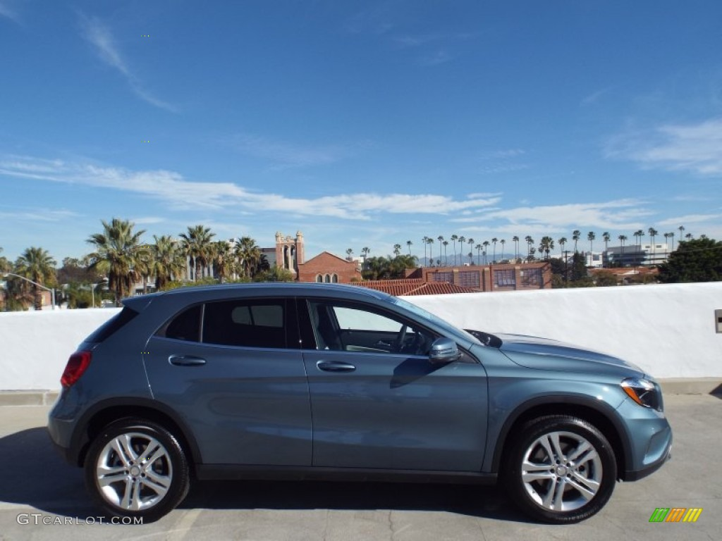 2015 universe blue metallic mercedes benz gla 250 4matic for Mercedes benz gla 250 4matic