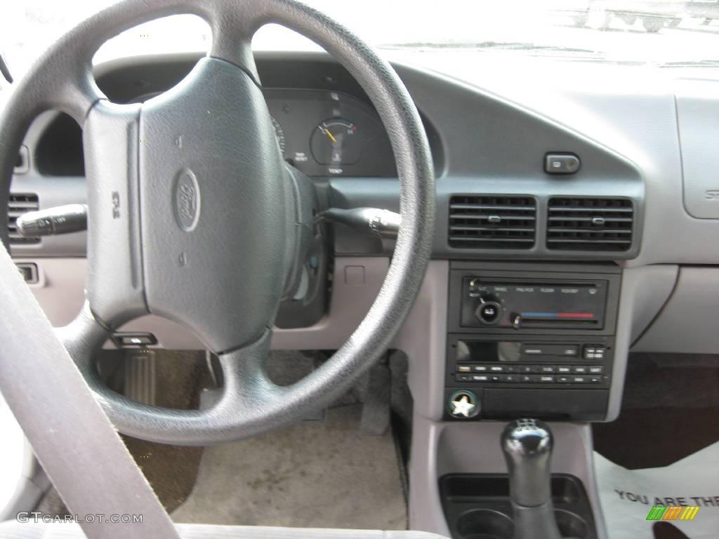1996 Silver Frost Metallic Ford Escort Lx Wagon 10104343
