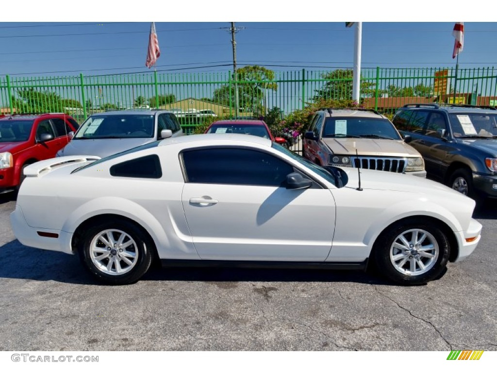 performance white 2006 ford mustang v6 premium coupe. Black Bedroom Furniture Sets. Home Design Ideas