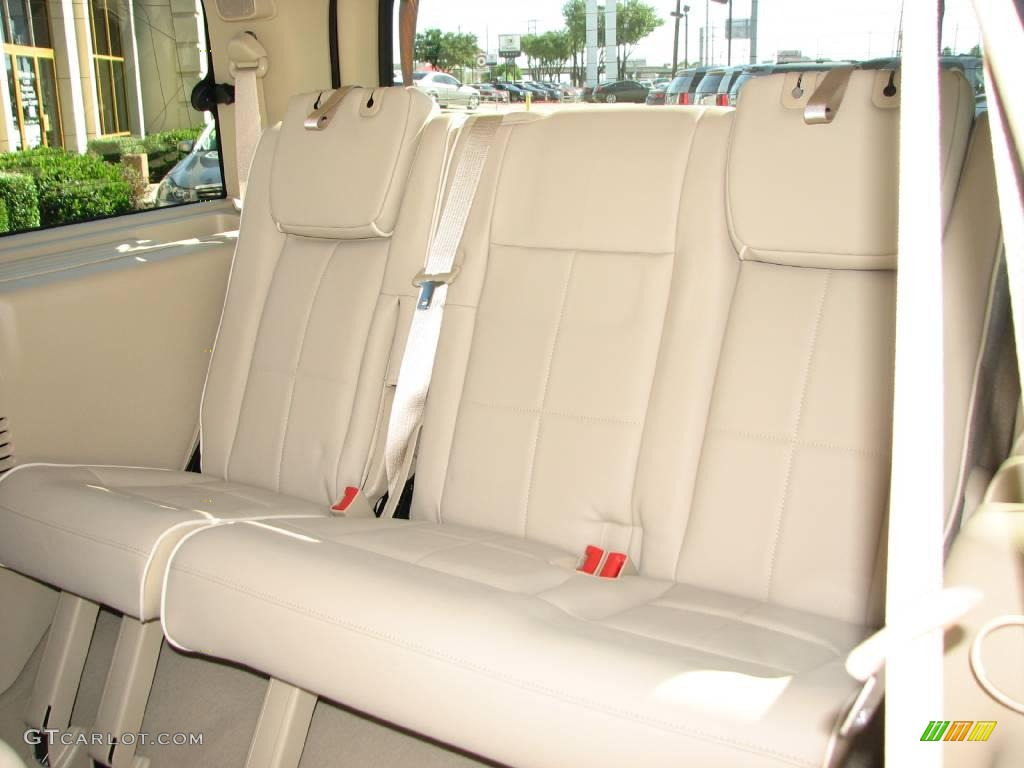 2007 Navigator Luxury - Vivid Red Metallic / Camel photo #10