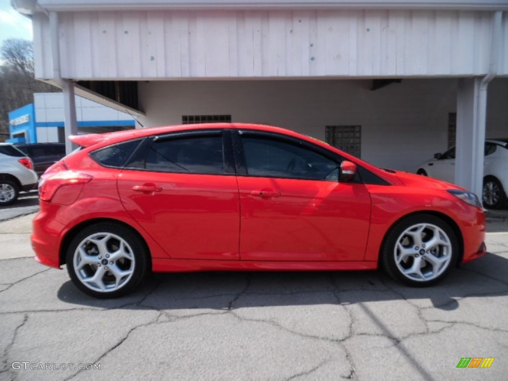 2014 focus st hatchback race red st charcoal black photo 1 - 2014 Ford Focus St Red