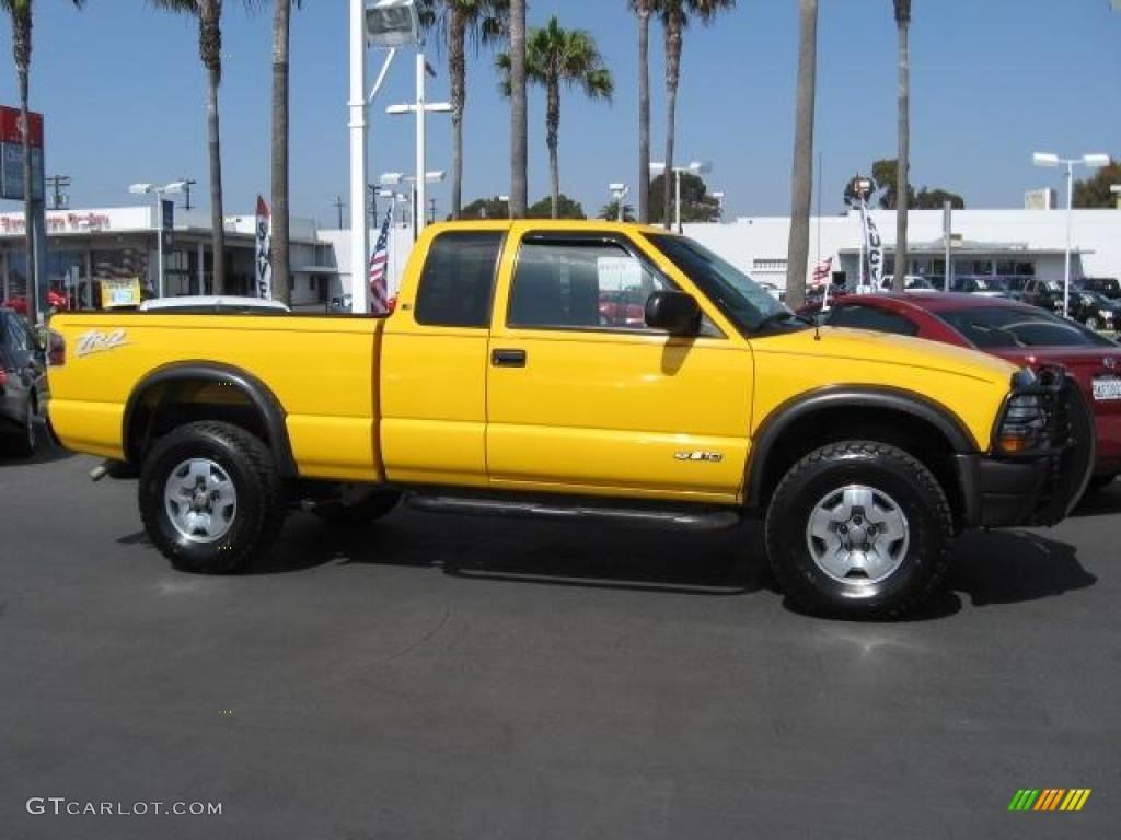 2003 Yellow Chevrolet S10 Zr2 Extended Cab 4x4 1011122 Photo 3