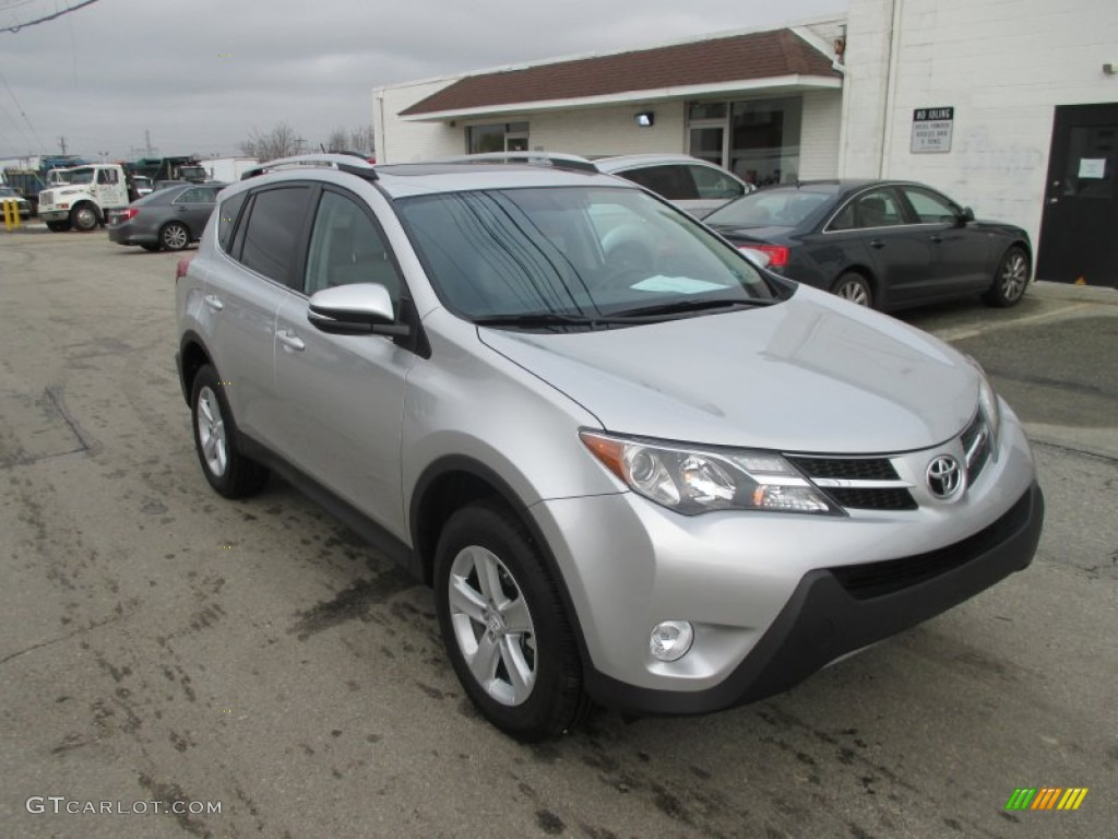 2014 classic silver metallic toyota rav4 xle awd. Black Bedroom Furniture Sets. Home Design Ideas