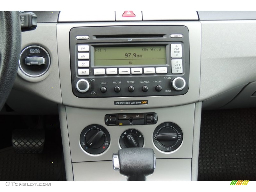 2007 Volkswagen Passat 2 0t Wagon Controls Photos