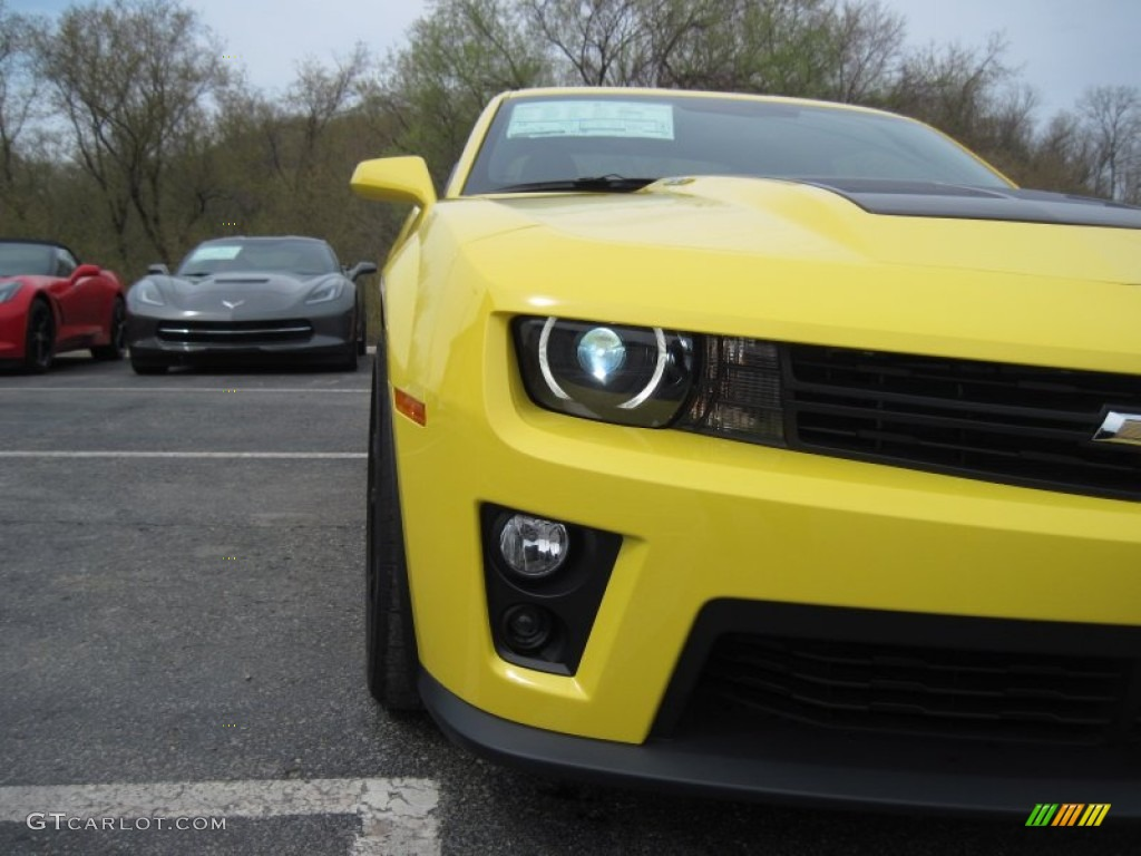 2014 bright yellow chevrolet camaro zl1 coupe 103438539. Black Bedroom Furniture Sets. Home Design Ideas