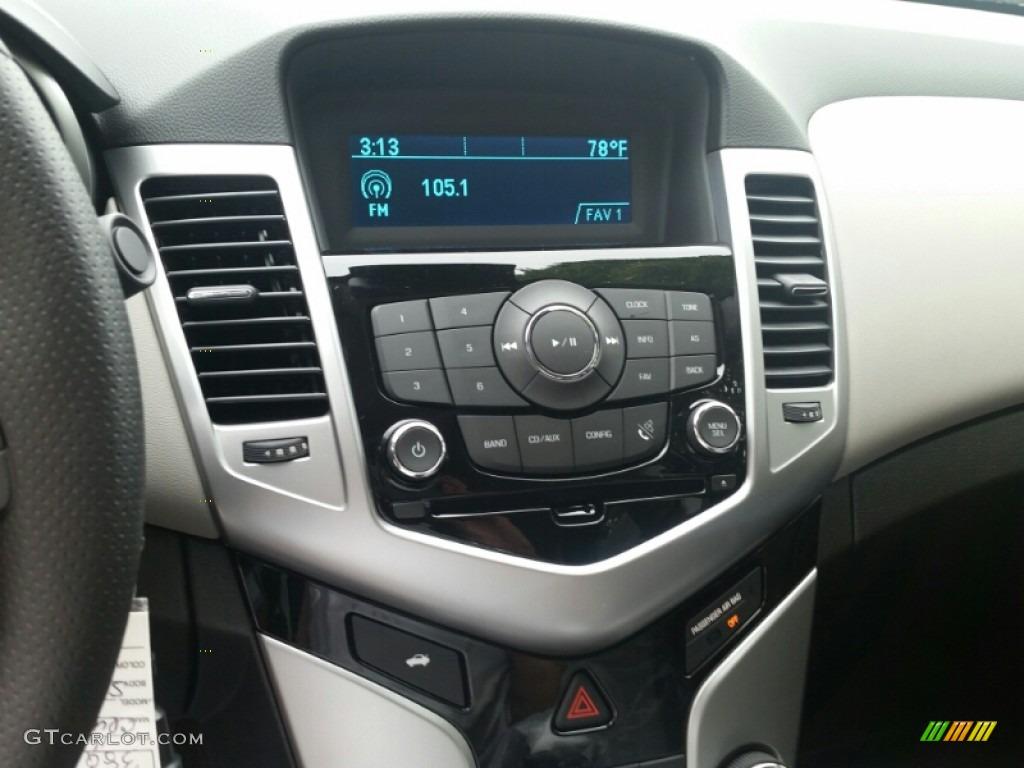 2016 Chevrolet Cruze Limited LS Controls Photos