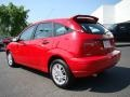 2005 Infra-Red Ford Focus ZX5 SE Hatchback  photo #25