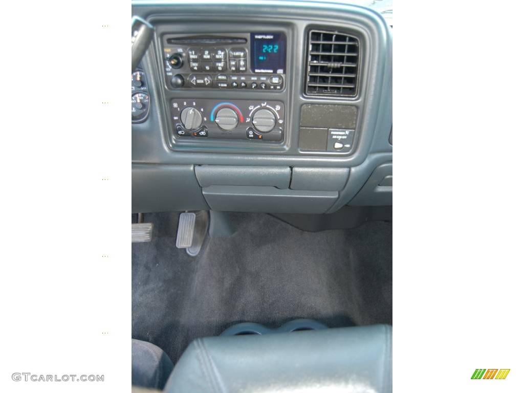 2002 Silverado 1500 LS Regular Cab 4x4 - Onyx Black / Graphite Gray photo #13