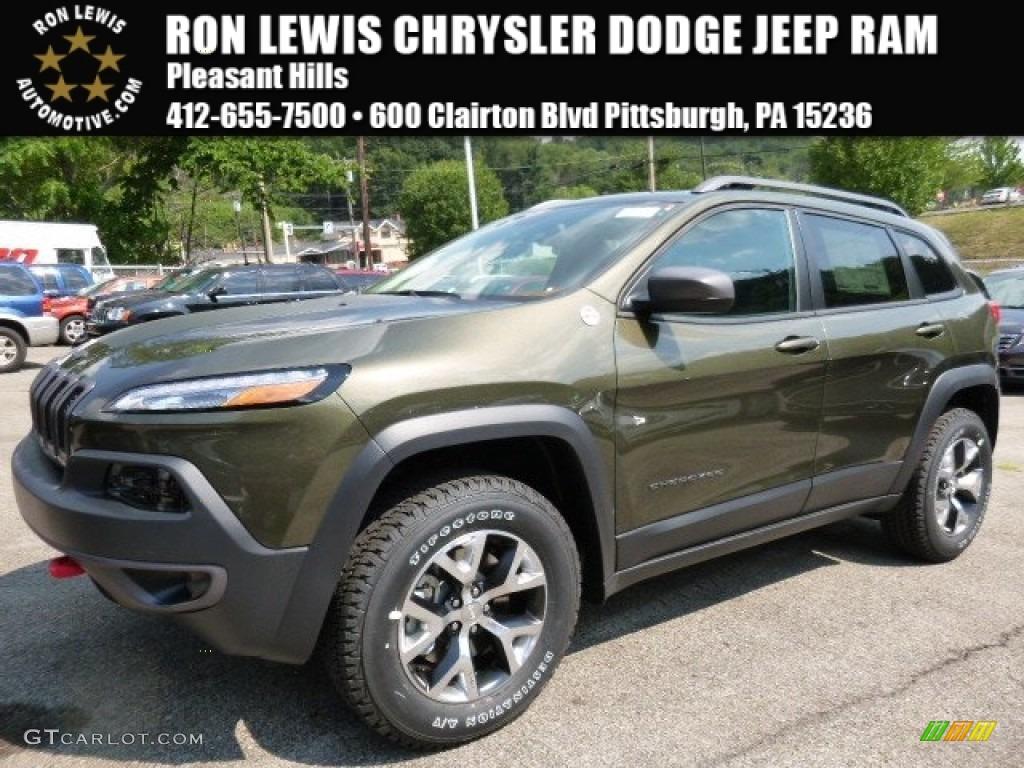 2016 ECO Green Pearl Jeep Cherokee Trailhawk 4x4 #106539350 ...