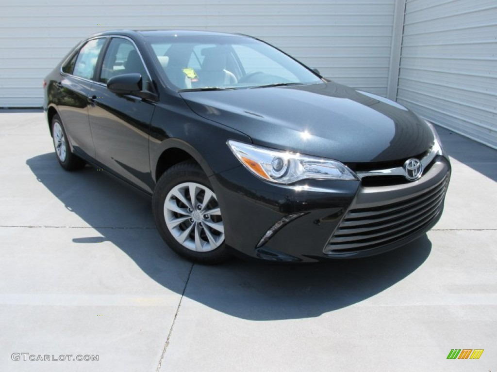 2017 Cosmic Gray Mica Toyota Camry Le 106590722 Photo 3