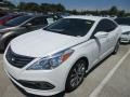 Front 3/4 View of 2015 Azera