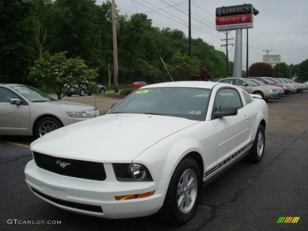 2006 Mustang V6 Deluxe Coupe - Performance White / Light Graphite photo #1
