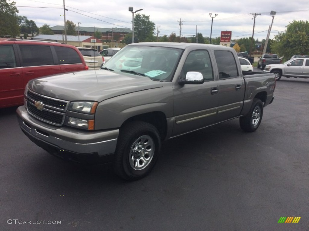 2006 Silverado 1500 LS Crew Cab 4x4 - Graystone Metallic / Dark Charcoal photo #1