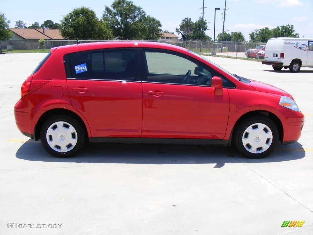 2009 red alert nissan versa 1 8 s hatchback 10838903. Black Bedroom Furniture Sets. Home Design Ideas