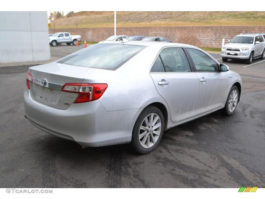 2013 Classic Silver Metallic Toyota Camry Hybrid Xle