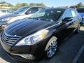 Front 3/4 View of 2016 Azera Limited
