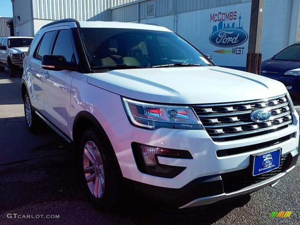 2016 Explorer XLT - Oxford White / Medium Light Camel photo #1