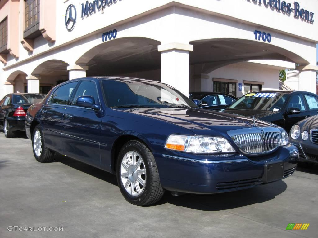 2008 dark blue metallic lincoln town car signature limited 11045134 car color. Black Bedroom Furniture Sets. Home Design Ideas